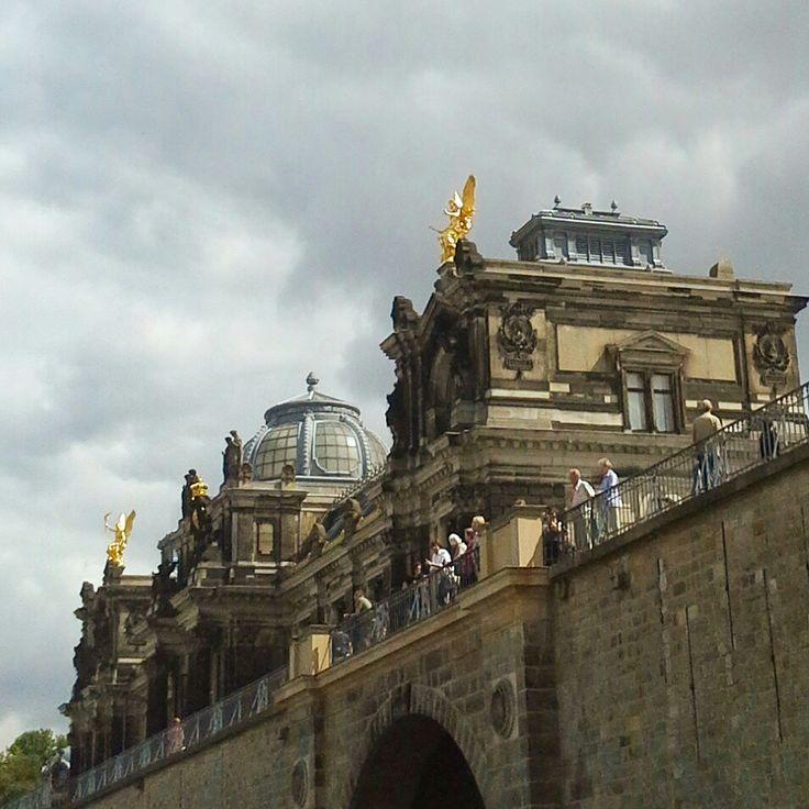 Brühlsche Terrasse - eine Station unserer Schnitzeljagd durch die schöne Altstadt von Dresden #brühlscheterrasse #hfbk #stadtspiel #stadtspieldresden #schnitzeljagd #deindresden #schnitzeljagddresden