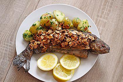 Forelle Müllerin, ein schmackhaftes Rezept aus der Kategorie Fisch. Bewertungen: 37. Durchschnitt: Ø 4,4.