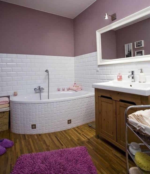 Farbe Badezimmer Streichen Flieder Lila Weisse Fliesen Badewanne