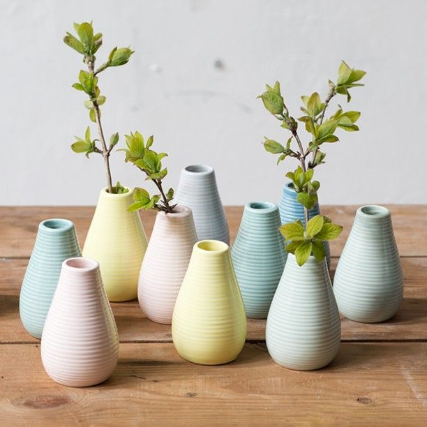 Have you ever picked a single flower or branch in the garden only to realise that you were short of a fitting vase? Price DKK 990 / SEK 1380 / NOK 1440 / EUR 138 / ISK 268 / GBP 1.12 #vase #flowers #spring #homestyling #inspiration #sostrenegrene #søstrenegrene #grenehome