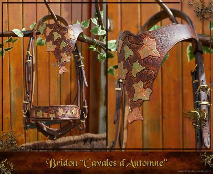 Filet cheval, Cavales d'automne.  Création fantaisie par l'artisan Les Cuirs Paillier. Bridon fait main en cuir repoussé pour spectacle et loisirs. Disponible sur http://www.lescuirspaillier.com