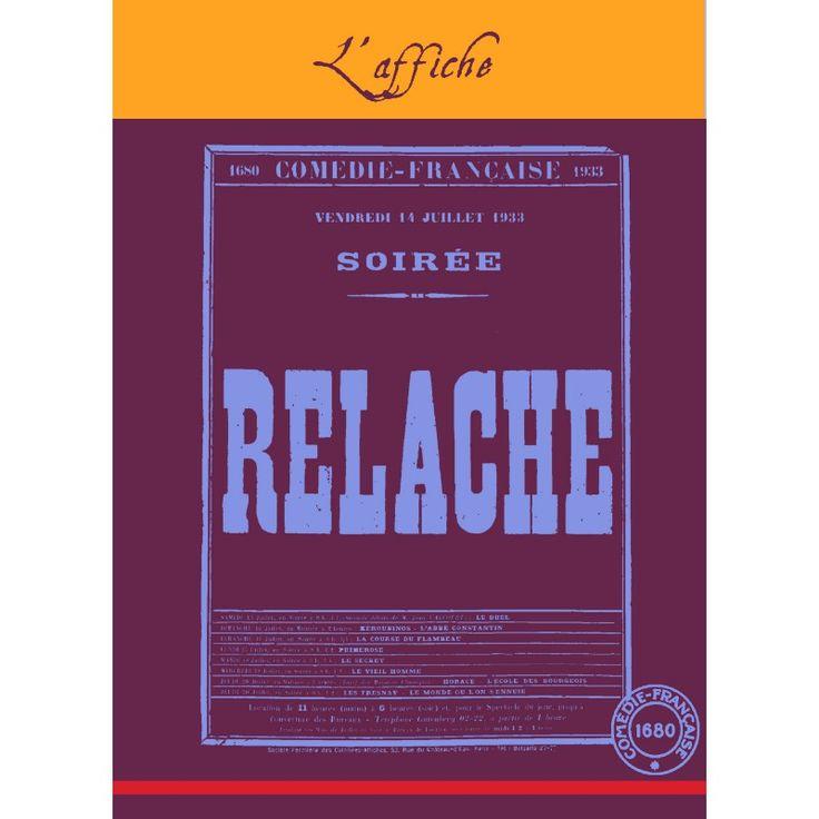 """Tissé dans la tradition du linge basque, de aubergine et bleuet, cet élégant torchon reproduit l'affiche originale de la soirée du 14 juillet 1933, jour de """"Relâche"""" du théâtre de la Comédie-Française."""