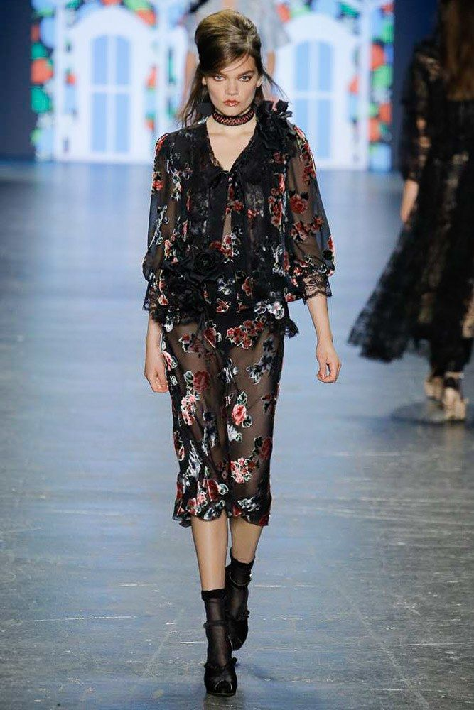 Anna Sui Spring 2017 Ready-to-Wear Fashion Show - Caitie Green