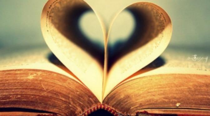 20 Hal yang Harus Dipahami Kamu yang Berpacar Seorang Kutu Buku