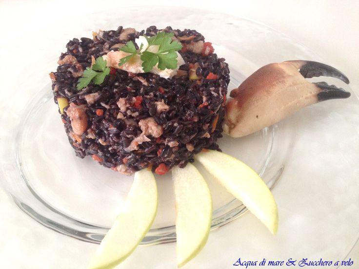 Il riso venere con granchio profumato agli agrumi è un piatto dal sapore molto intenso e particolare...l'ideale per una cena romantica o per un giorno speciale!