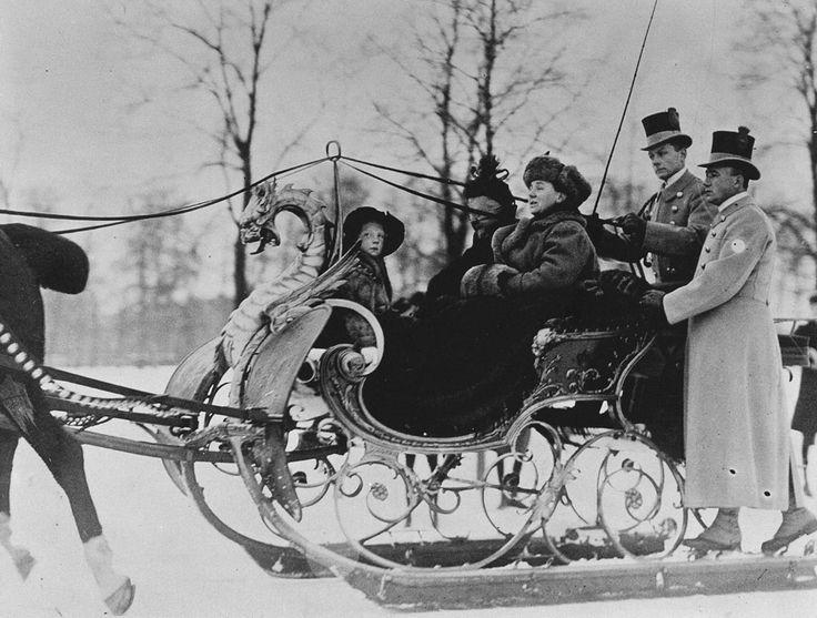 Queen-Mother Emma, Queen Wilhelmina and Princess Juliana in a sleigh. The Hague 01-01-1913