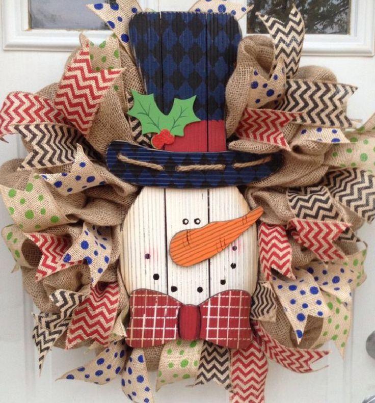 Burlap Snowman Christmas Wreath - 12 Jolly DIY Door Displays to Greet Christmas Houseguests! | GleamItUp