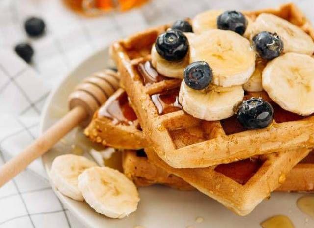كيف تصنع الفطائر في المنزل وصفة عجينة الوافل الهشة السريعة Food Waffles Breakfast