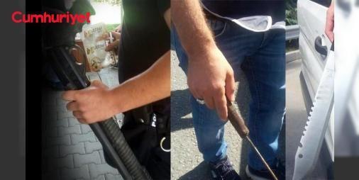 Taraftar otobüsünden pompalı tüfek ve döner bıçakları çıktı: Spor Toto 2. Lig Beyaz Grup'ta Sakaryaspor, Gebze'de İzmir ekibi Karşıyaka ile karşılaştı. Maçı izlemek için gelen Sakaryasporlu taraftarlarının otobüsünden pompalı tüfek ile döner bıçakları çıktı. - Sakaryaspor'un stadının yetişmemesi sebebiyle karşılaşma Gebze Alaettin Kurt Stadyumu'nda oynandı. Maç öncesinde Sakaryasporlu taraftarlar Gebze girişinde polis tarafından durduruldu. Yeşil-siyahlı taraftarların otobüsünde yapılan…