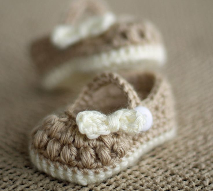 Crochet Baby Booties - Baby Girl Booties -  Little Bo Peep Mary Janes by TheBabyCrow on Etsy https://www.etsy.com/listing/166475282/crochet-baby-booties-baby-girl-booties