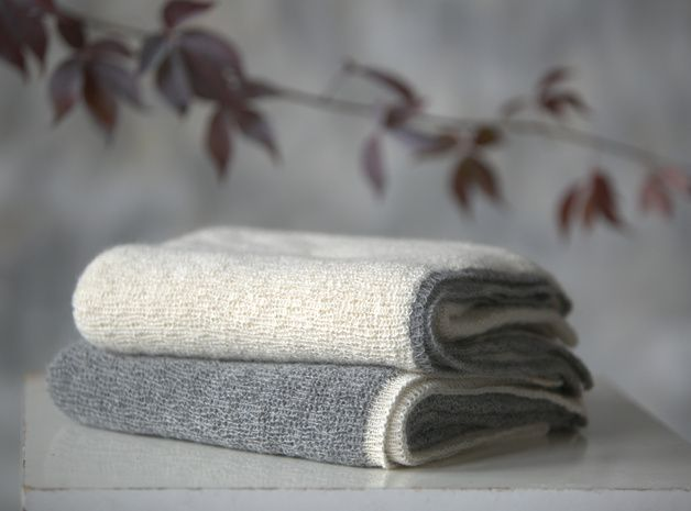 autumn in DaWanda Baby Blankets – Baby alpaca wool gray and white blanket – a unique product by Ingugu on DaWanda