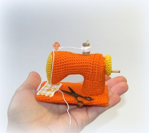 sewing machine - I couldn't find a pattern for this but I really want one! I love crochet AND sewing so this is so me!