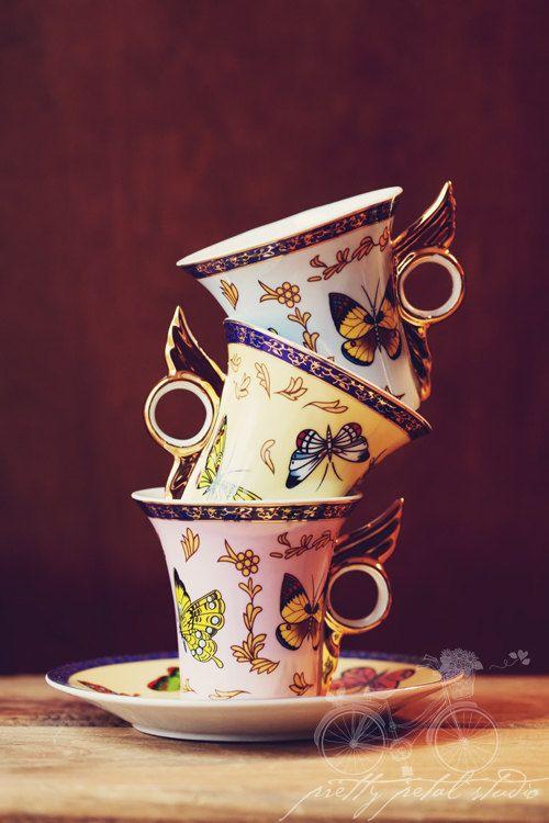 Photographie empilés papillon tasses à thé par PrettyPetalStudio