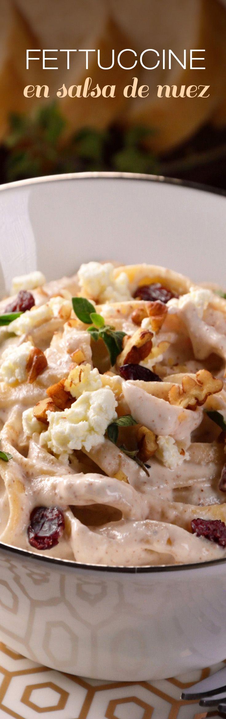 Receta fácil de pasta navideña en salsa de nuez y arándanos. Fácil y con un sabor delicioso para acompañar tu pavo o pierna.