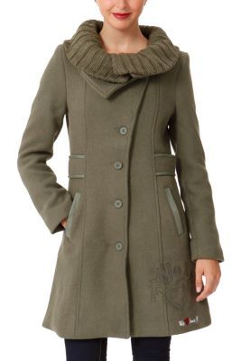 Desigual women�s Melodi coat is very elegant. The wool collar is detachable using the zip. Faux-leather appliqu�s along the belt and the pocket. Slim fit