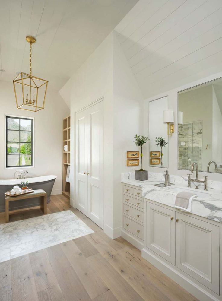 I like the tub being a different color instead of the usual white. Timeless  dream