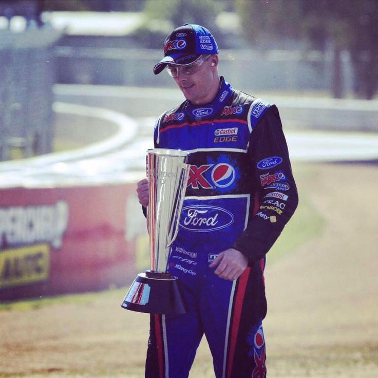 Returning the Peter Brock Cup at Bathurst 2014