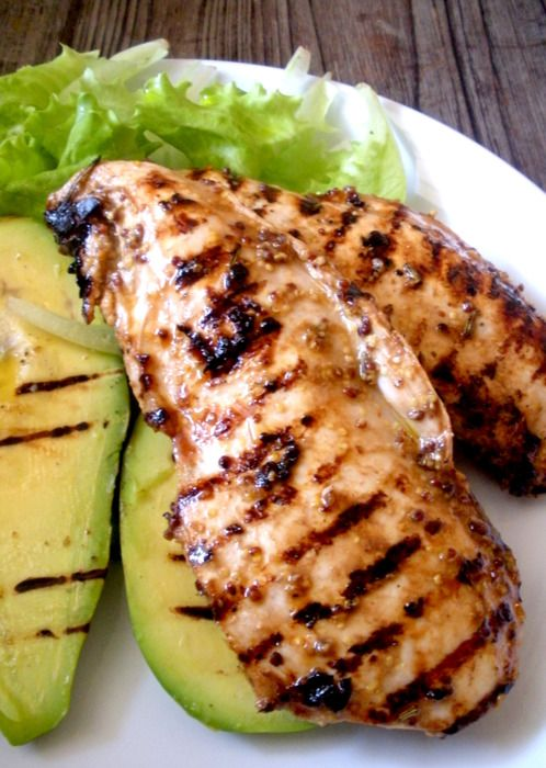 MARINATED CHICKEN IN OLD-STYLE GRAIN MUSTARD AND BALSAMIC VINEGAR per 2 persone / 2 servings • 400g petto di pollo / 400g chicken breast • 1 avocado • olio / olive oil • sale / salt • pepe / pepper •...