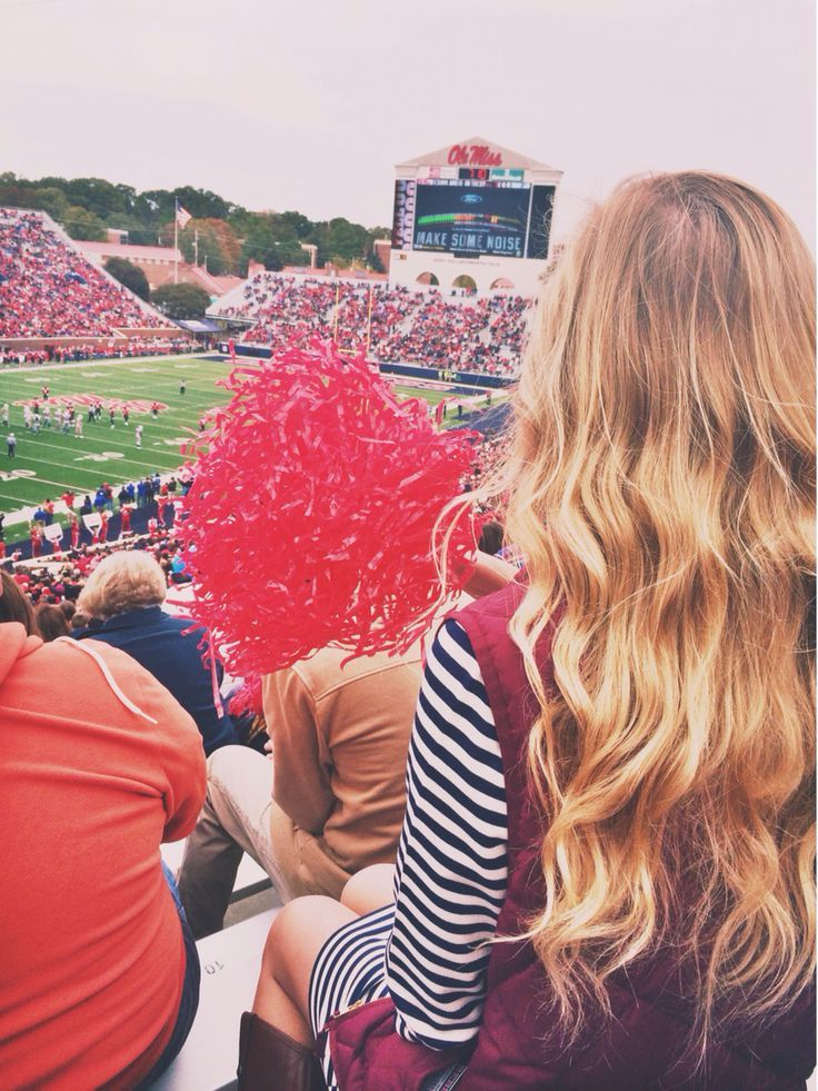 A Collegiette's Guide to College Football | http://www.hercampus.com/life/collegiettes-guide-college-football