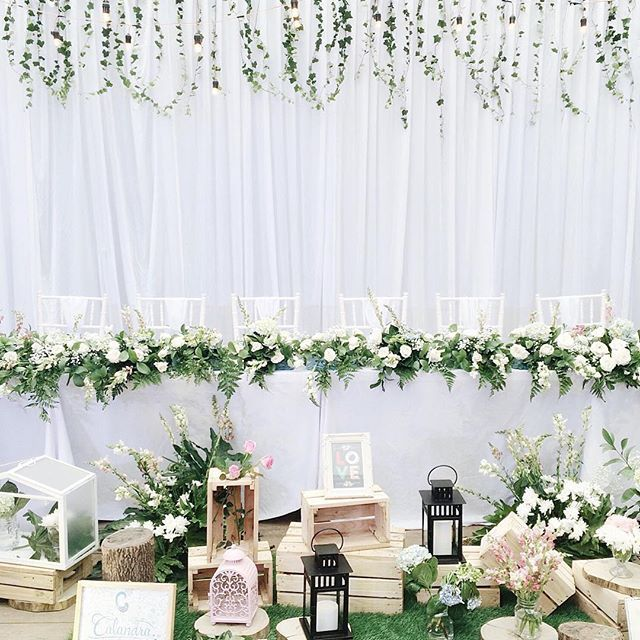 Really love my head table. Everything in white, green, touch of nature and fresh flowers (roses, babybreath, hydrangea and snap dragon)  Conceptor by : @anitapputri  Decor by : @calandra_decor  #kisahmakna #johnanita #wedding #junebugswedding #kinfolkwedding #rusticwedding #whitewedding #decoration  #kinfolk #thebridedept #thebridebestfriend #thebridestory #weddingku #perinkahanindonesia