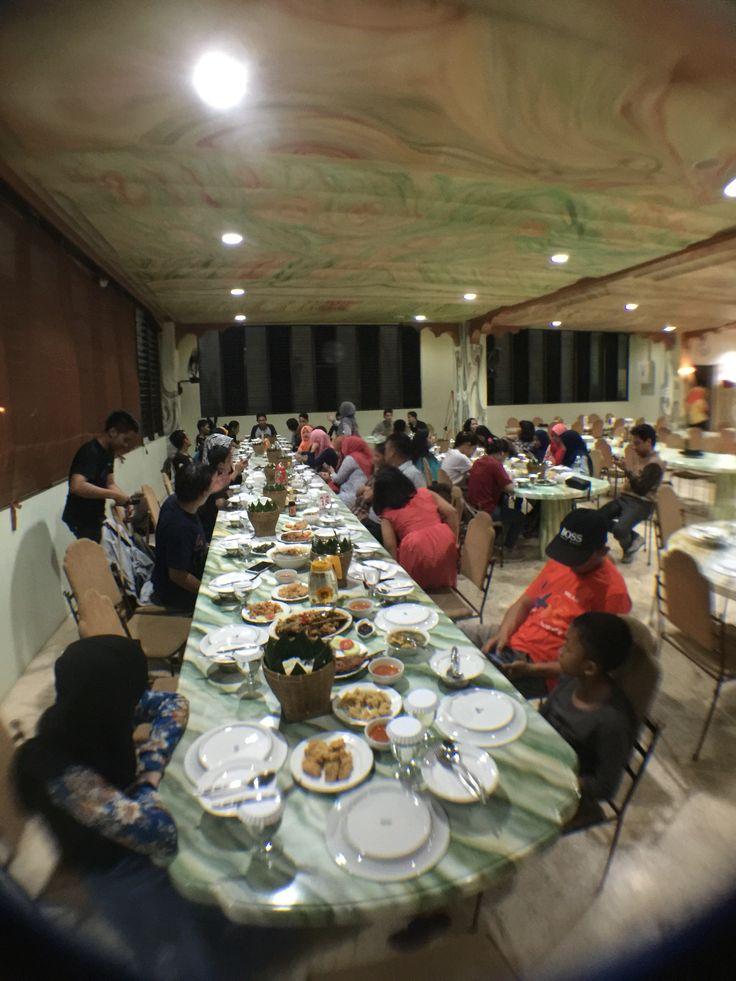 Acara Malang malam bersama siswa(i) supercamp 4JO @RM. ULU JUKU Makassar.