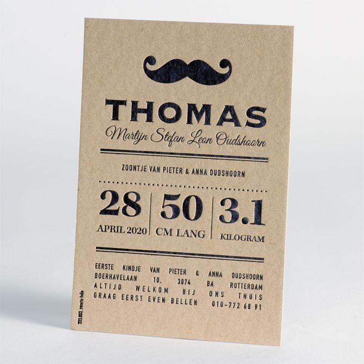 Bij dit stoere en hippe kaartje wordt zwarte folie op een eco kaart gedrukt. De folie wordt in het stevige karton ingedrukt, zodat er een leuk zichtbaar en voelbaar reliëf effect ontstaat. Door het ambachtelijke drukproces krijgt deze kaart een toffe retro uitstraling.