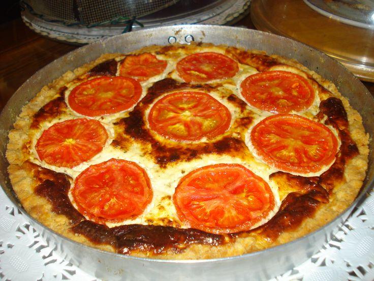 τάρτα με φρέσκο ντόπιο τυρί και ντομάτα @pezoula_paros