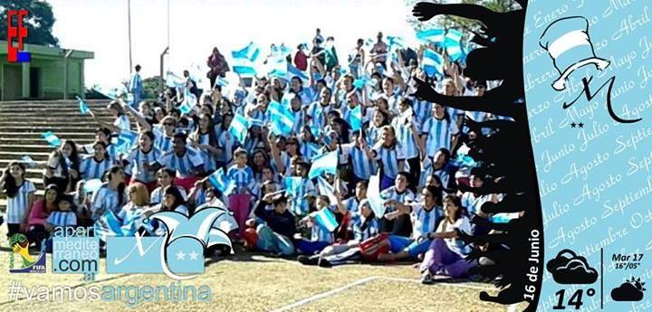 Portada de El Federaense. Los integrantes de Zumba Fitness de Federación (Argentina) y Chajarí en el anfiteatro de nuestra ciudad, se reunieron para realizar un video, en el día del partido #ARG vs #BIH por la copa #brasil2014. #fotodeldia #termas #federacion #zumbaworld