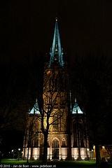 St. Nicolaas Basiliek. In 1887 is deze in neogotische stijl gebouwde, zogenaamde driebeukige hallenkerk in gebruik genomen. Deze is gebouwd naar het ontwerp van architect Alfred Tepe.