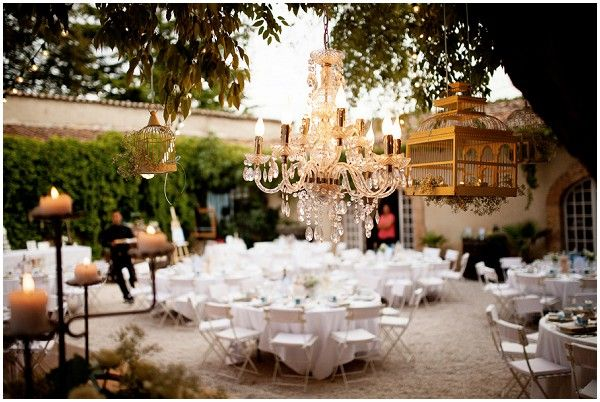 Destination wedding in Chateau courtyard with vintage styling | Image Une Vie en Provence
