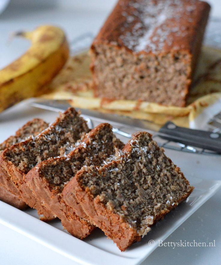 Deze kruidige bananenbrood doet nog het meeste denken aan de kruidige, Indonesiche kruidcake of peperkoek. Dit recept is suikervrij en glutenvrij.