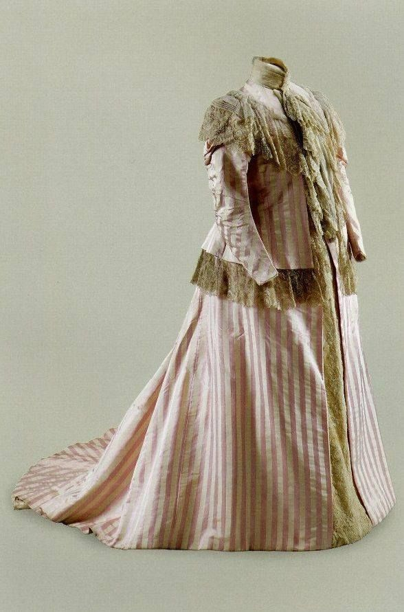 """""""Maternity dress worn by Alix in 1899, while she was pregnant with Maria."""" Source"""