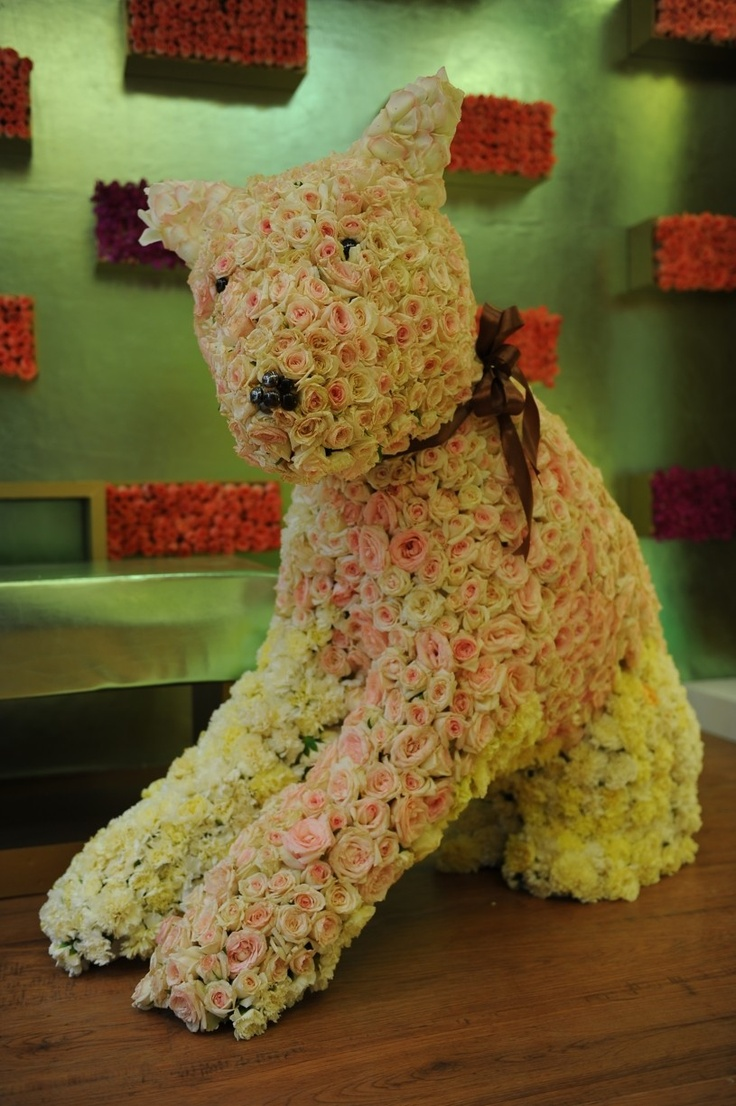 Pet urns memorial ideas pet memorial stones pet memorials pet memorial - Wedding Planner Preston Bailey Encourages The Creation Of Large Scale Flower Sculptures For The Wedding Of Particular Pets For Centerpieces And Favors