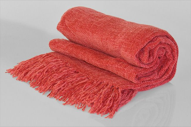 Chenille Throw with frill strawberry