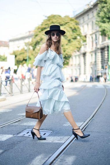 Fii inaintea tendintelor! Poarta rochii de zi cu volane.