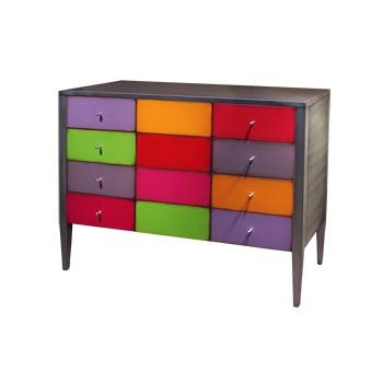 Meubels met #kleurrijke binnenste elementen. Gespoten in de #kleuren #paars, #rood, #roze, #oranje en #groen. Rondom zijn de #kasten en tafels gespoten in antiek #zilverlak en de handgrepen van nikkel maken het helemaal af.