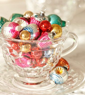 Tiny ornaments inside a vintage glass tea cup... Sometimes simple is best: Holidays Ornaments, Vintage Christmas, Glasses Ornaments, Glasses Accent, Vintage Glasses, Vintage Ornaments, Christmas Decor, Christmas Ornaments, Christmas Trees