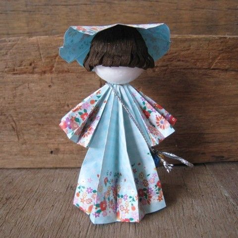 Origami doll.. 3d standing origami doll.. Flower Girl in by bila