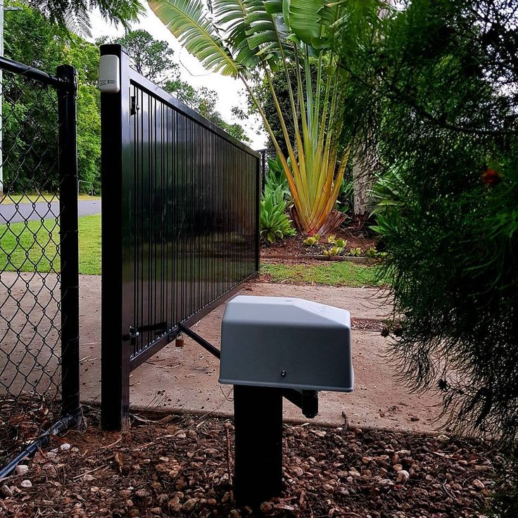 Dace single swing gate opener with long range receiver and wireless keypad. Installs from $1100 inc Gst. #qmods #qmodsgateopeners #qmodsgates #automaticgates #farmgate #swinggateopeners #solargateopener #landscaping #fence