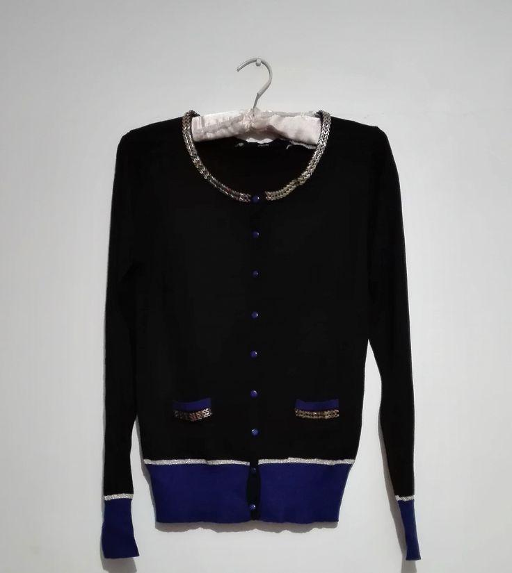 Sweater azul con apliques metálicos Talla M $6.000