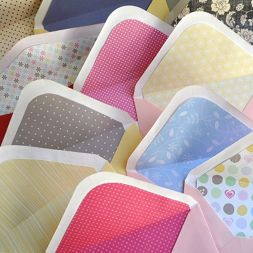 envelopes: Diy Envelopes Liner, Creative Spaces, Details, Unexpected Color, Occa Magazines, Cute Envelopes, Envelope Liners, Color Envelopes, Parties Inspiration
