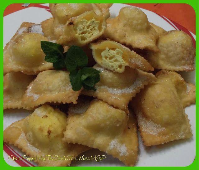 Ravioli di ricotta dolci fritti http://ajoapappai.blogspot.com/2017/02/ravioli-di-ricotta-dolci-fritti.html