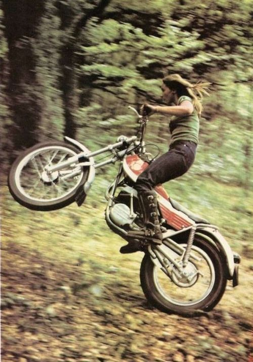 norockwithoutplastic: endlessme: Christiane Kibler, France, 1972 wish I could get a pic of myself doing that!!!