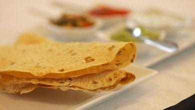 Paparis é um nome Gôes para um pão indiano muito fino e estaladiço. Este pão é feito com farinha de grão-de-bico (ou lentilhas) e acompanha bem qualquer prato. Vamos experimentar esta iguaria? #Paparis #receitas #mundo #pão #pequenoalmoço