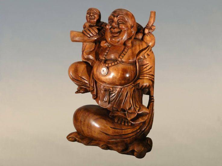 """Bouddha chinois du bonheur et de la richesse dit """"bouddha rieur"""" avec un bébé dans les bras en bois fabriqué artisanalement en Asie. A découvrir sur http://www.echoppe-du-monde.com/grand-bouddha-chinois-avec-bebe-en-bois-50-cm-c2x13955523"""