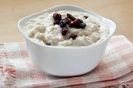 """OATMEAL-This healthy, hearty breakfast food does more than just warm your belly. """"The complex carbohydrates in oatmeal stimulate the release of serotonin, the 'feel-good' hormone that helps reduce stress in your brain,"""" says registered dietitian and Nutritious Life founder Keri Glassman. Plus, numerous studies have shown that oatmeal may reduce the risk for elevated blood pressure, type 2 diabetes, and weight gain."""