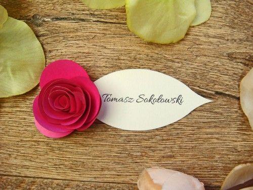 róża z papieru na winietce