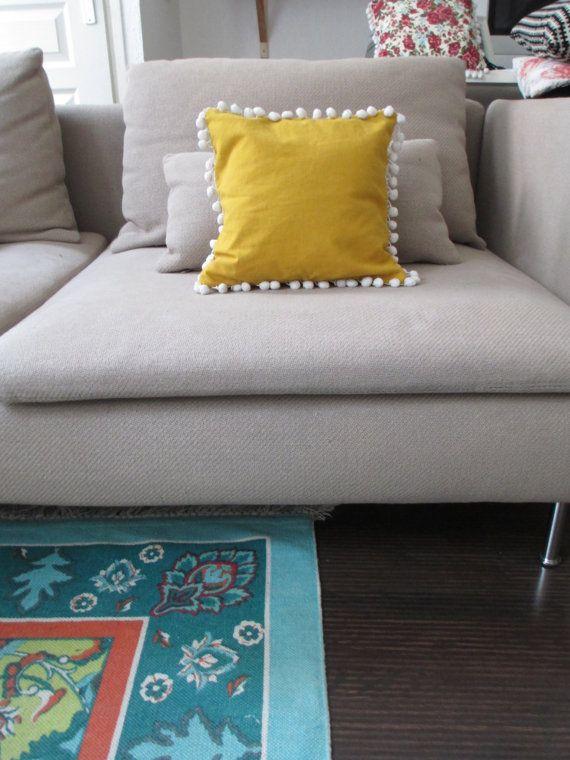 coussin jaune moutarde par hesafox sur etsy coussin pinterest yellow pillows etsy and pillows. Black Bedroom Furniture Sets. Home Design Ideas