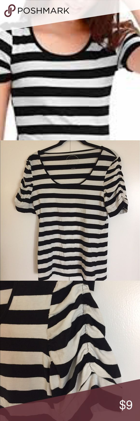 INC Black and white top with ruffled sleeves INC Black and white top with ruffled sleeves INC International Concepts Tops Tees - Short Sleeve
