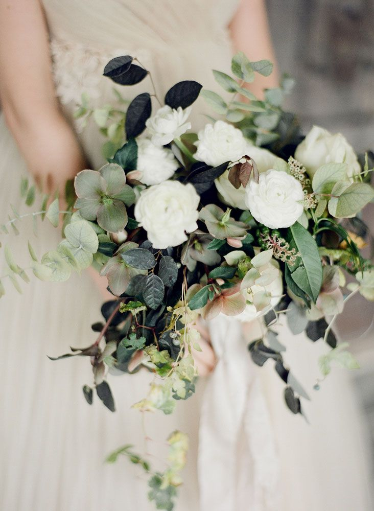 Seriously love the colors in this, mix these greens with the Peony bouquet. <3<3<3